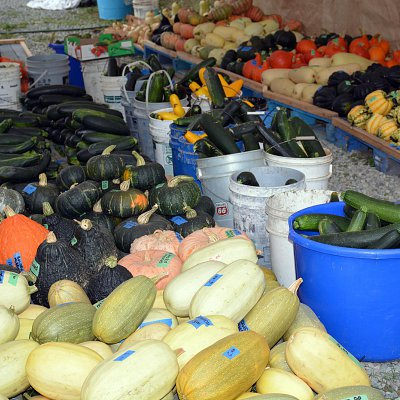 mcnabs-farm-produce-stand-03
