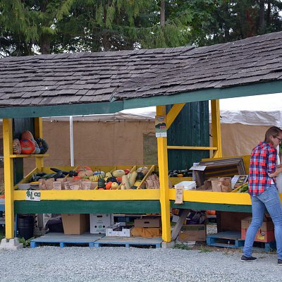 mcnabs-farm-produce-stand-04