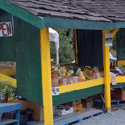 mcnabs-farm-produce-stand-08